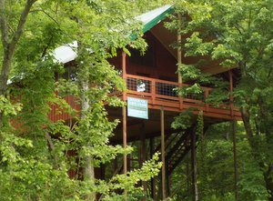 Missouri Romantic Tree House Cabin