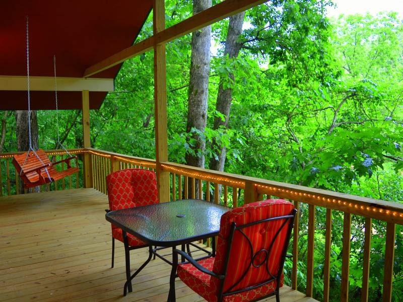 Missouri Romantic White Oak Cabin ~ Treehouse Cabins