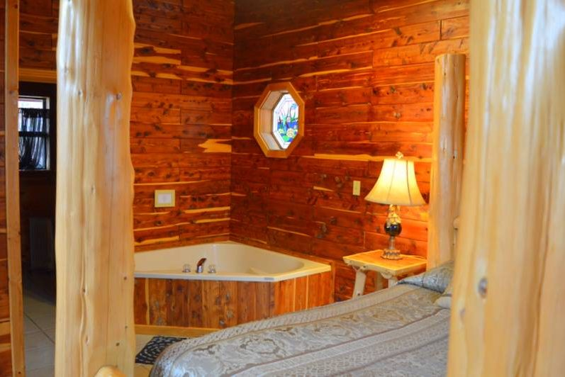 Missouri Romantic Cabin Cedar Chest