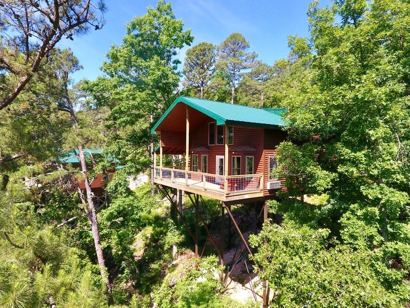 Missouri redbud cabin Vacation in the Ozarks