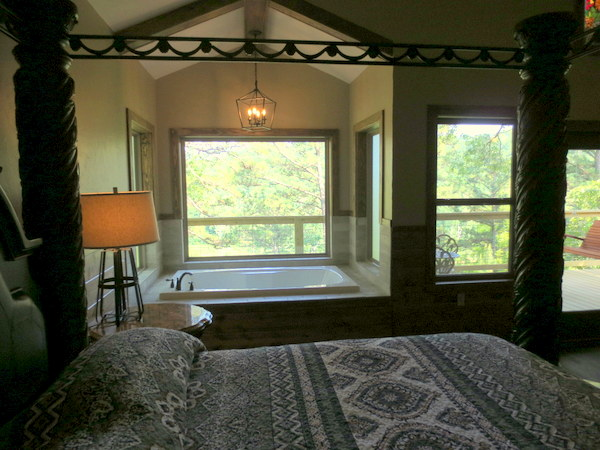 Missouri Romantic Treehouse Cabin Kingfisher