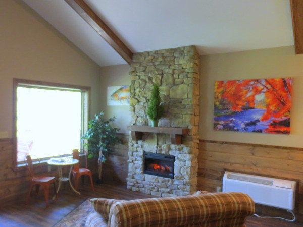 Missouri Romantic Treehouse Cabin Kingfisher