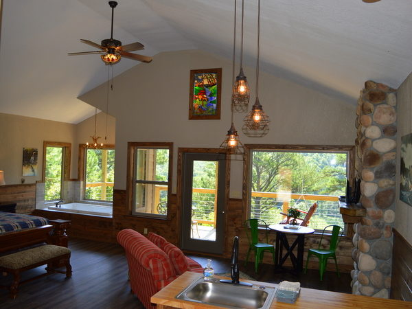 Missouri Romantic Couple honeymoon anniversary River Falls Treehouse Cabin
