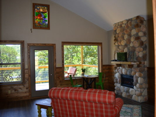 Missouri Romantic Couple honeymoon anniversary River Falls Treehouse Cabin