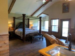 Missouri Kingfisher Romantic treehouse cabin
