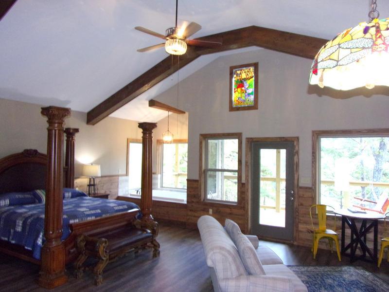 Missouri Romantic Treehouse Cabin Bungalow