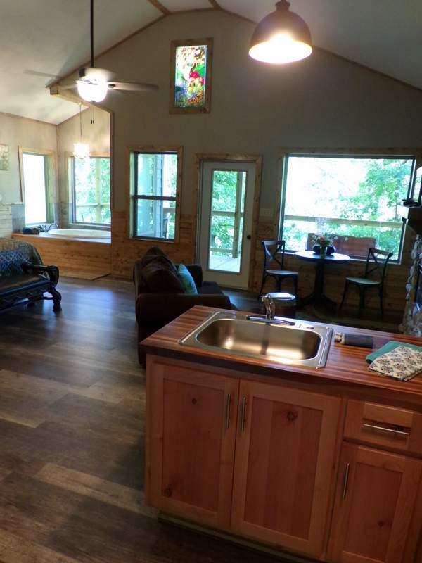 Missouri Treehouse Birdsong Cabin